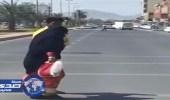 """مواطن كويتي يقدم بلاغ ضد مصور فيديو  """" مسنة تعبر الشارع """""""