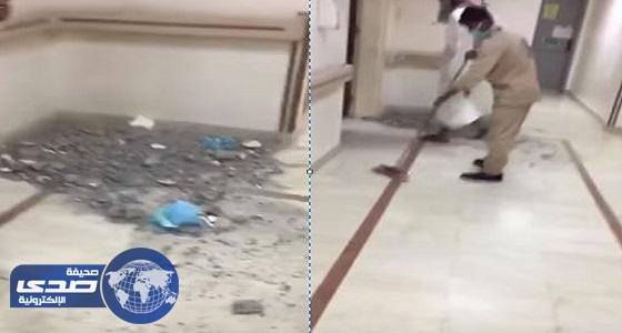 بالفيديو.. صيانة وتكسير بجوار العناية المركزة في مستشفى بجدة