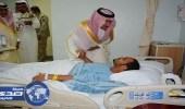 بالصور.. محافظ خميس مشيط يعايد المصابين في الحد الجنوبي بمستشفى القوات المسلحة
