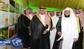 نائب أمير عسير يزور مخيم زكاة الفطر بأبها