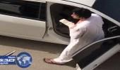 بالفيديو.. شرطة الرياض توضح حقيقة تكسير مجموعة من الأشخاص زجاج المركبات