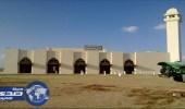 مدخل ميقات السيل بلا لوحات ارشاديه والمعتمرون يتوهون ويتجاوزون المسجد