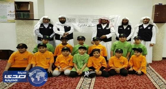 بالصور.. 56 ألف طالب بحلقات القرآن يتسابقون لتقديم وجبات الإفطار للصائمين