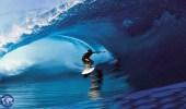 بالفيديو .. راكب أمواج يفر بأعجوبة من موجة طولها 30 مترًا