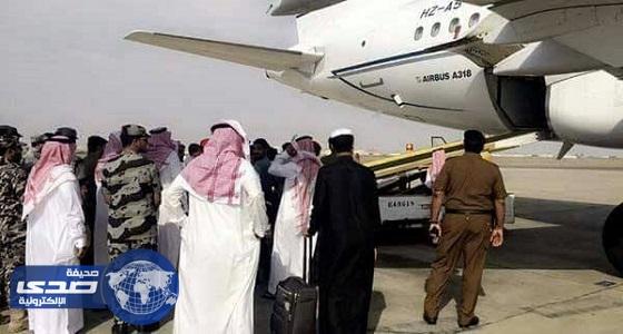 بالصور.. وصول جثمان الشهيد علاقي إلى مطار جازان