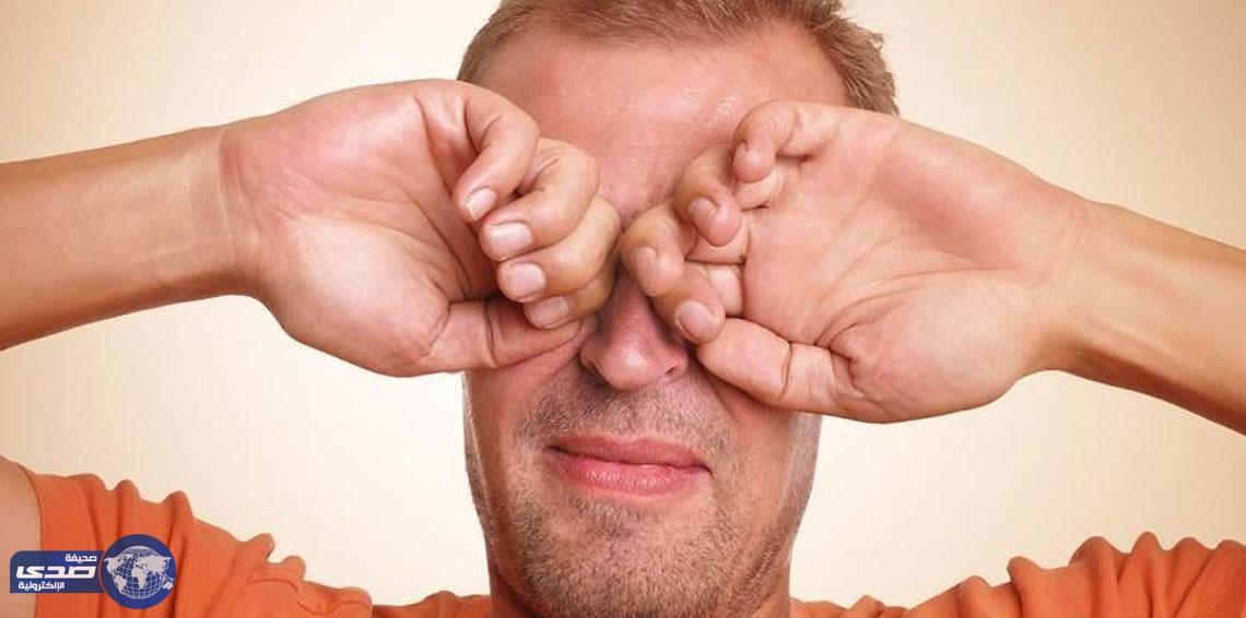 """بالصور..كفيف يتمكن من الرؤية للمرة الأولى منذ 20 عاماً بواسطة """" عين إلكترونية """""""