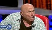 """بالفيديو .. قناة تلفزيونية تجبر روائيًا """" ملحدًا """" على نطق الشهادتين"""