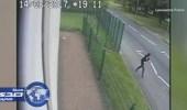 بالفيديو والصور.. فتاة بريطانية تضرب شاباً حاول الأعتداء عليها وتنقذ نفسها