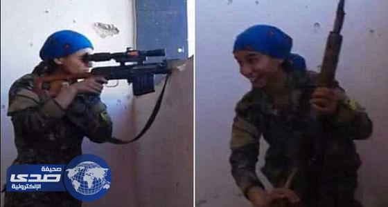 بالفيديو.. أغرب رد من قناصة كردية نجت من رصاص «داعش» بالرقة