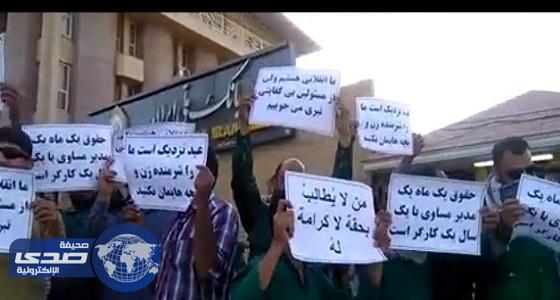 بالفيديو.. عشرات الأحوازيين يطالبون برواتبهم المتأخرة منذ 5 أشهر