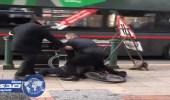 بالفيديو.. بواب يفقد وظيفته بسبب مقطع مصور