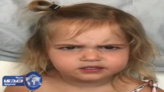 بالفيديو .. طفلة توجه رسالة قوية إلى رجال أمن المطار