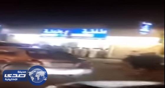 بالفيديو.. اقبال كثيف على محلات السجائر قبل تطبيق أسعار الدخان الجديدة