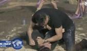 بالفيديو.. الحضري ينهال بالضرب و السباب على رامز جلال بعد وقوعه في الفخ