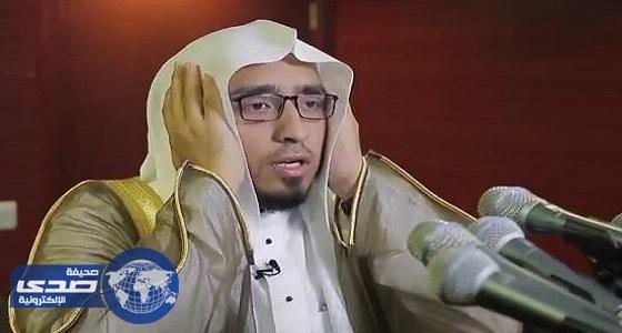 بالفيديو.. مؤذن الحرم المكي يكشف عن شعوره وإحساسه حينما يرفع الآذان