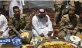 نائب أمير جازان يتناول الإفطار مع المرابطين على الحد الجنوبي