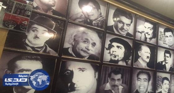 مطعم شهير بالمدينة يضع لوحة شرف تضم ملاحدة ونازيين