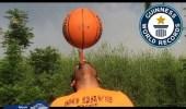 بالفيديو.. هندي يدُور كرة على فرشاة أسنان ويُحقق رقماً قياسياً