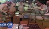 مصادرة 19 ألف علبة دخان بمستودع بالرياض