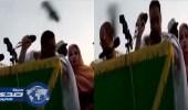 بالفيديو.. موريتاني يقذف وزير المالية بحذائه على طريقة منتظر الزايدي وبوش