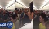 بالفيديو.. اختناقات وإغماءات جراء تعطل التكييف في طائرة مصرية