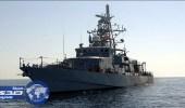 بالفيديو.. سفينة أمريكية تطلق نيران تحذيرية تجاه زورق إيراني بالخليج