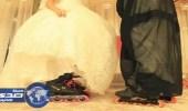 """بالصور.. عروسان يتخليان عن أحذية الزفاف ويرتديان """" زلاجات """""""
