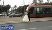 بالصور.. صينيان يحتفلان بزواجهما فوق سكة ترامواي الدار البيضاء