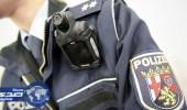 شرطي مسلم يرفض مصافحة زميلته في ألمانيا