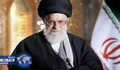 بالفيديو.. نهاية حكم الملالي.. الإيرانيون يحرقون صور الخميني والخامنئي