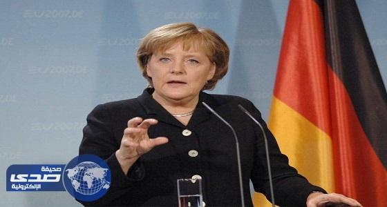ميركل تؤكد للعبادي دعم ألمانيا لوحدة العراق