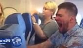 بالفيديو.. فزع على متن طائرة روسية بسبب راكب «دموي»