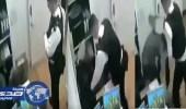 بالفيديو.. الشرطة البريطانية تعتدي على مسلمة خلال التحقيق معها