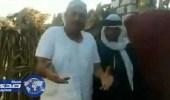 بالفيديو.. فلاح مصري يسخر من تميم بطريقته الخاصة