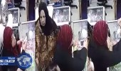 """بالفيديو.. نشالة تسرق حقيبة بـ """" شفرة حلاقة """""""