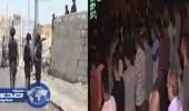 بالفيديو.. فلسطينيون يصلون العشاء قبالة المسجد الأقصى
