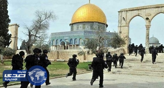 """مدير """" الأقصى """" يرفض دخول المصلين عبر بوابات التفتيش الإسرائيلية"""