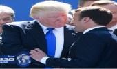 ترامب: ماكرون رجل قوي ويحب الإمساك بيدي
