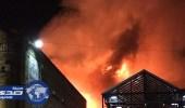 70 رجل إطفاء يكافحون لإخماد حريق اندلع داخل سوق شعبي في لندن