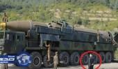 بالفيديو.. زعيم كوريا الشمالية يدخن قرب صاروخ باليستي
