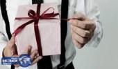تعلمي فن تقديم الهدية لزوجكِ