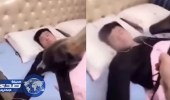 بالفيديو.. زوجة تنتقم من زوجها المدخن بمقلب خطير