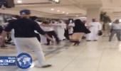بالفيديو.. إصابة حارس في عراك دامي بأحد مولات جازان