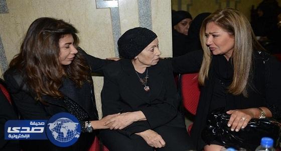 بالصور.. مشاهير الفنانين يقدمون واجب العزاء في وفاة والدة ليلى علوي