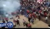 ماليزيون يقذفون مهاتير محمد بالأحذية والكراسي