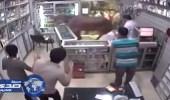 بالفيديو.. عجل يقتحم صيدلية في مصر