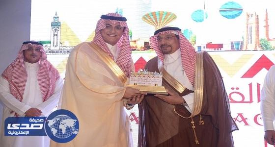 سفير الشباب العربي يشيد بفعاليات مهرجان القرية العربية بأبها