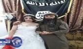 بالصور.. داعشي يعرض مفاتن زوجته ليلة الزفاف