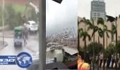 بالفيديو.. قوة إعصار هونج كونج تقلب السيارات