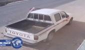 بالفيديو.. سرق سيارة في لحظات من أمام بقالة بالأحساء